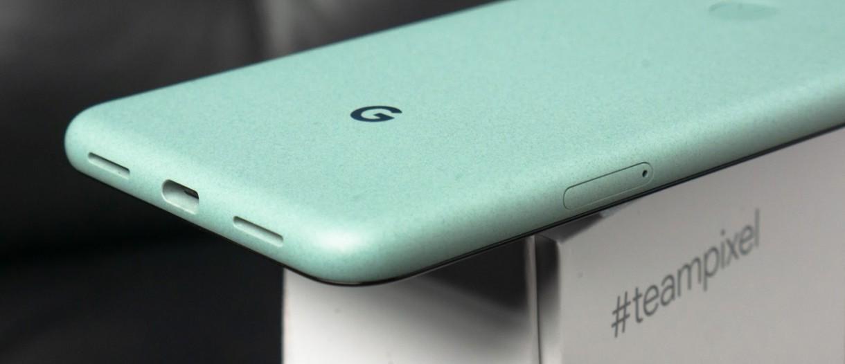 Một số người dùng Google Pixel 5 gặp tình trạng hở giữa khung và màn hình