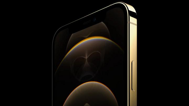 iPhone 12 Pro bản màu vàng có lớp phủ chống bám vân tay vượt trội so với các màu khác