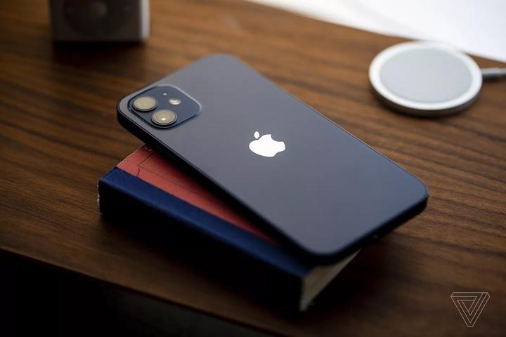 [The Verge] Đánh giá iPhone 12: đạt điểm 9/10