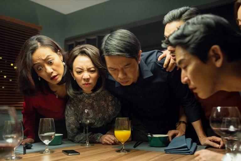 'Tiệc trăng máu': phim remake hiếm hoi hay hơn cả bản Hàn Quốc nhờ dàn cast diễn xuất đỉnh cao