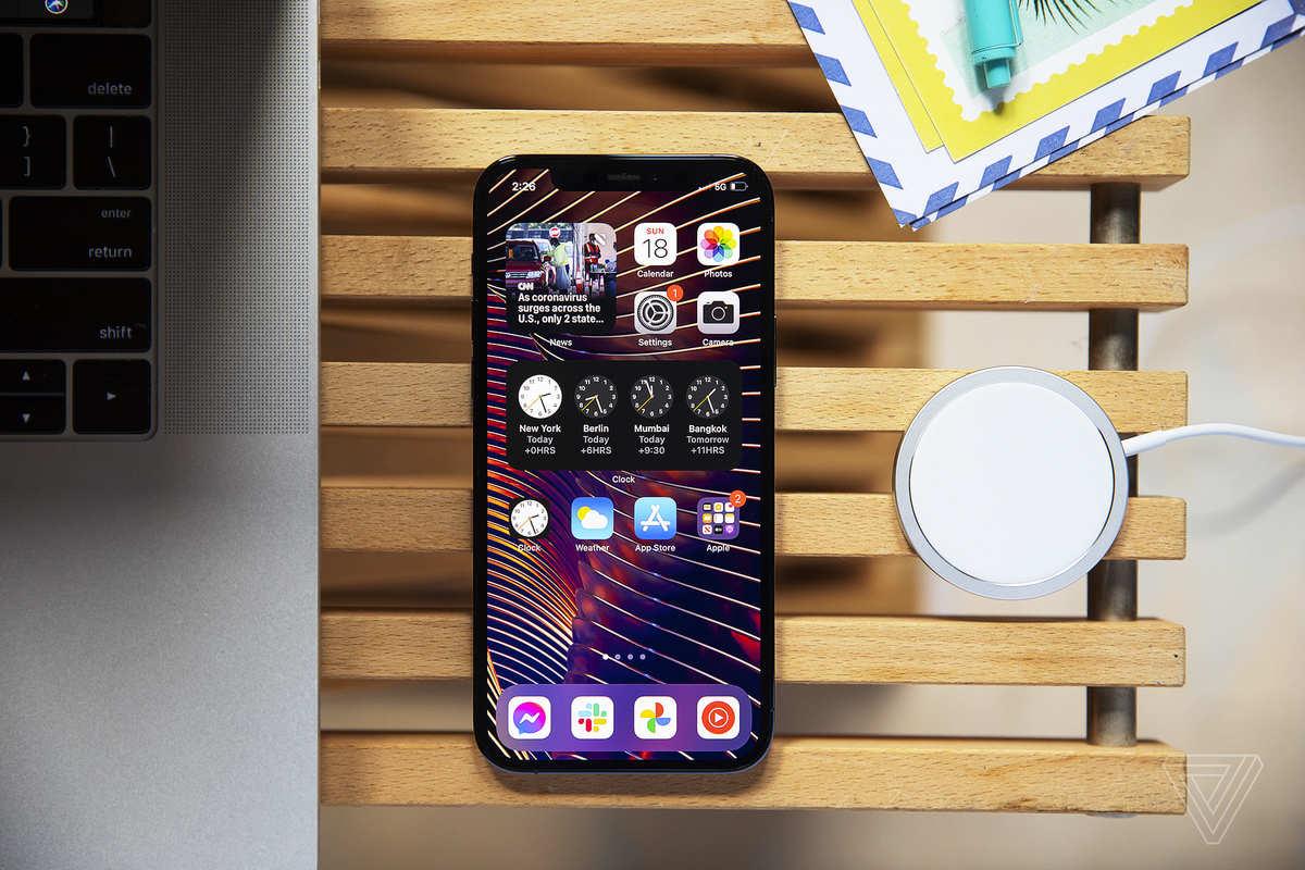 """[The Verge] Đánh giá iPhone 12 Pro: Chiếc smartphone """"đi trước thời đại""""… quá xa!"""