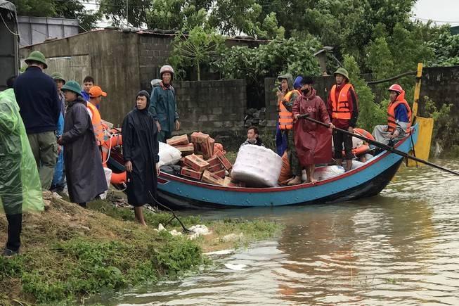 Vào Hà Tĩnh, Quảng Bình, Quảng Trị cứu trợ lũ lụt thì liên hệ đầu mối nào?