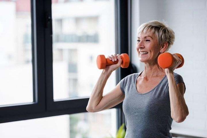 Nghiên cứu: Tập tạ một bên tay vẫn giúp xây dựng khối cơ bắp cho bên còn lại