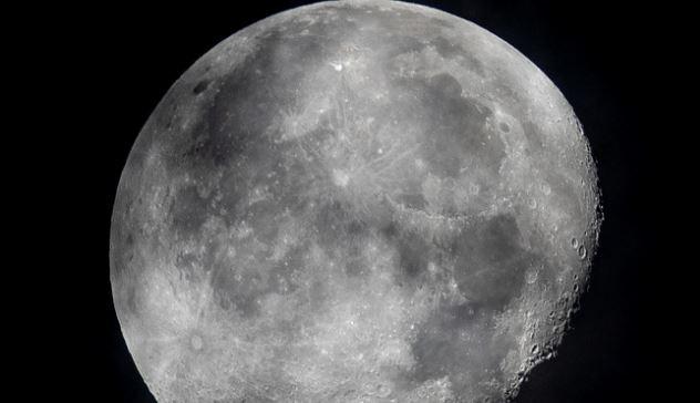 """NASA """"tìm thấy nước trên bề mặt Mặt trăng"""""""