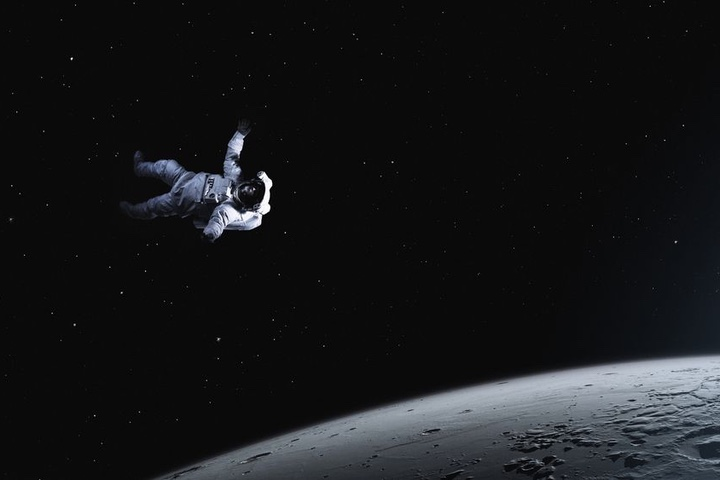Sẽ ra sao nếu một phi hành gia qua đời trong không gian?