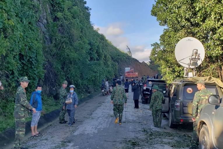 Vụ lở đất ở Quảng Nam: Tìm thấy 16 thi thể, còn 37 người mất tích, dồn lực tìm kiếm cứu nạn