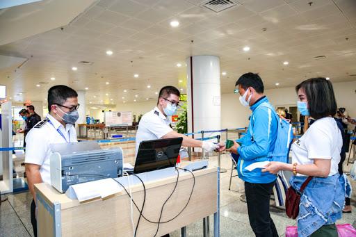 Chi tiết mức phí xét nghiệm COVID-19 với người Việt muốn đi nước ngoài