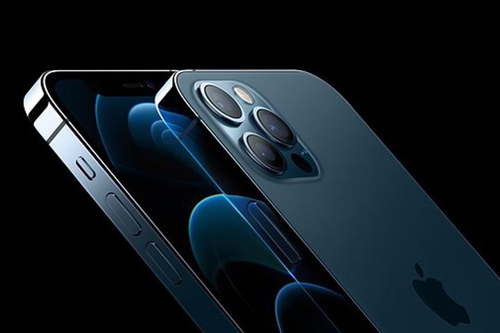 Tăng tốc sản xuất iPhone 12 làm giảm chất lượng không khí