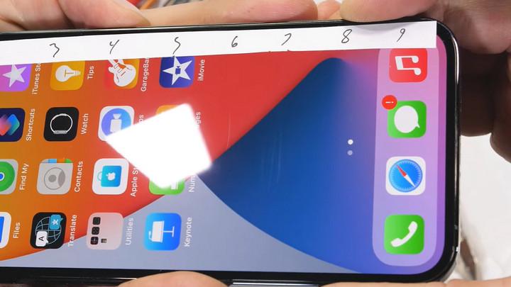 JerryRigEverything tra tấn iPhone 12 Pro: Màn hình cứng hơn không có nghĩa chống xước tốt hơn