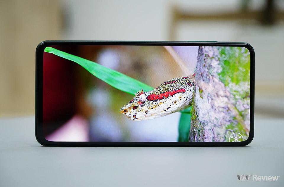 Trên tay Vsmart Aris Pro - smartphone camera selfie ẩn dưới màn hình của Vingroup