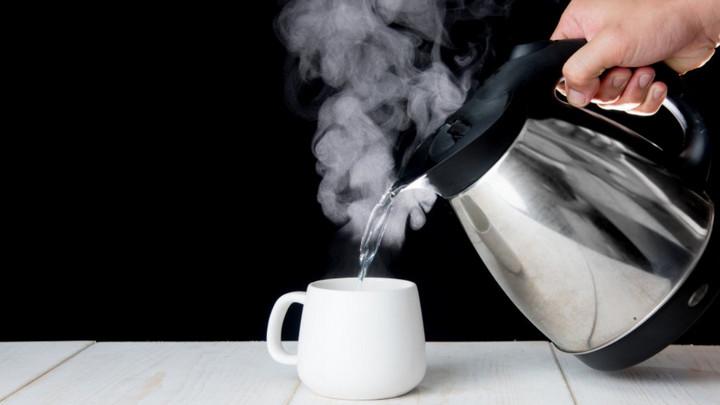10 lợi ích ít ai biết từ việc uống nước ấm/nóng hàng ngày