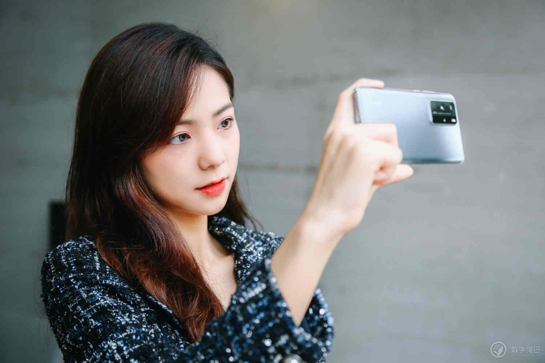 Thị phần điện thoại Huawei đang sụp đổ vì lệnh trừng phạt của Mỹ