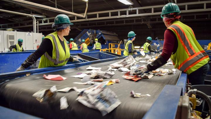 Nghiên cứu: Dân Anh và Mỹ thải nhiều rác thải nhựa nhất thế giới
