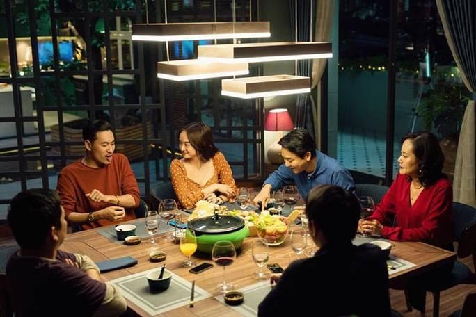 'Tiệc trăng máu' cán mốc 100 tỷ đồng trở thành phim doanh thu cao nhất Việt Nam mùa dịch
