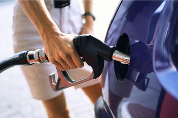 Để bình xăng xe cạn mới đổ có tác hại như nào?