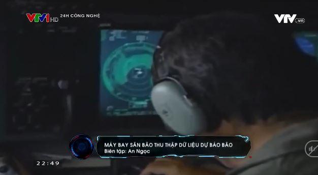 Máy bay săn bão thu thập dữ liệu dự báo bão