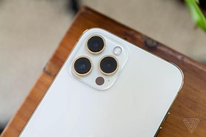 TheVerge đánh giá iPhone 12 Pro Max: smartphone chụp ảnh tốt nhất thị trường hiện nay