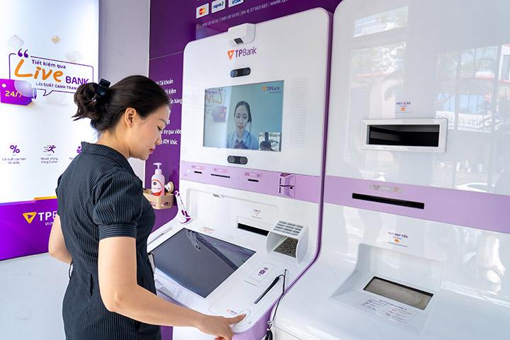 """Kỳ lạ ngân hàng giống như một công ty công nghệ """"xịn"""""""