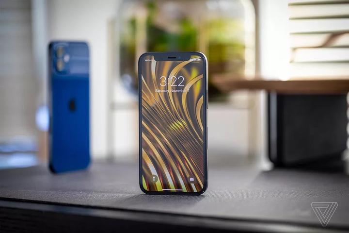 Đánh giá iPhone 12 mini: dùng một tay rất vừa vặn, hiệu năng xuất sắc, pin kém
