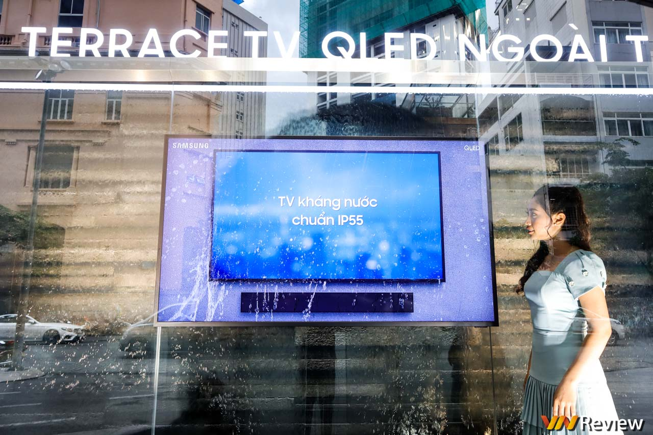 Trên tay TV ngoài trời Samsung Terrace: chống nước IP55, giá từ 100 triệu đồng