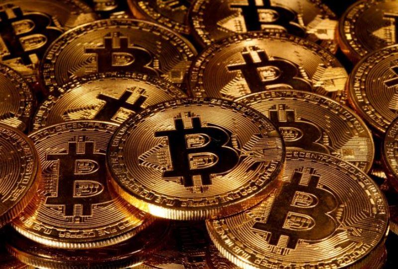 Giá Bitcoin vượt mốc 18.000 USD, tăng khủng khiếp