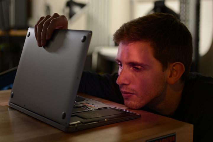 """""""Mổ bụng"""" MacBook với chip M1: mới cũ lẫn lộn"""