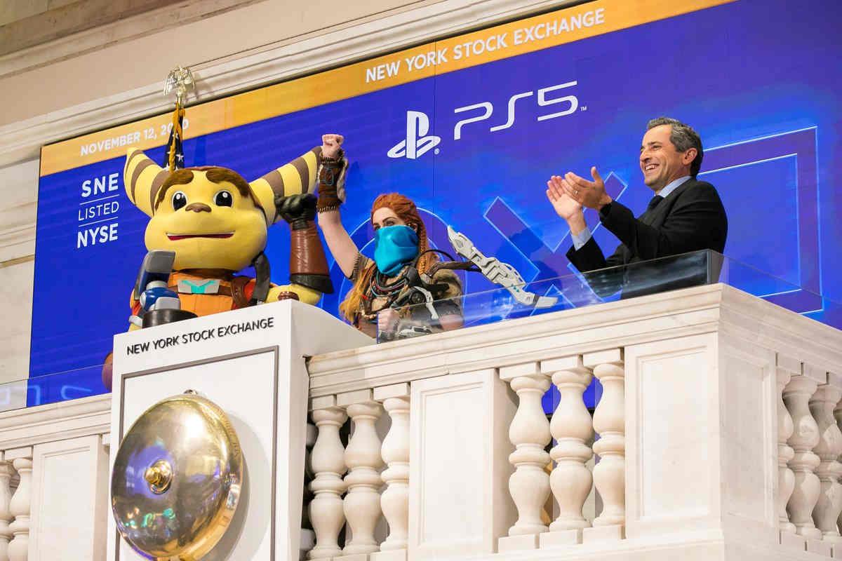 Game console sẽ tạo ra 45 tỷ USD doanh thu trong năm nay, Microsoft, Sony và Nintendo thu đậm