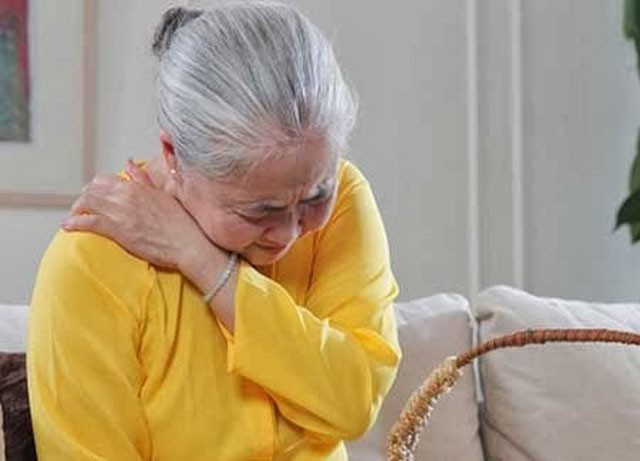 Thời tiết giao mùa, người cao tuổi dễ mắc bệnh gì?