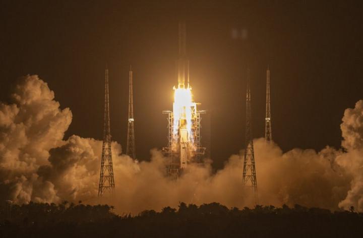 Phóng thành công Chang'e 5, Trung Quốc sắp xúc đất đá Mặt Trăng đưa về Trái đất