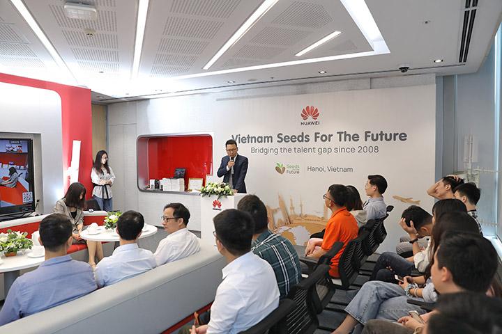 """Huawei đào tạo """"hạt giống viễn thông"""" cho 25 sinh viên Việt Nam"""
