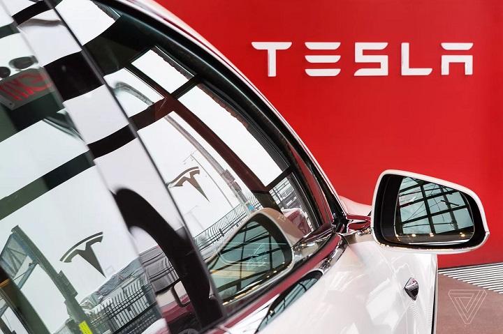 Tesla thu hồi hơn 9.500 xe Model X vì nóc trước hở hoác khi chạy nhanh
