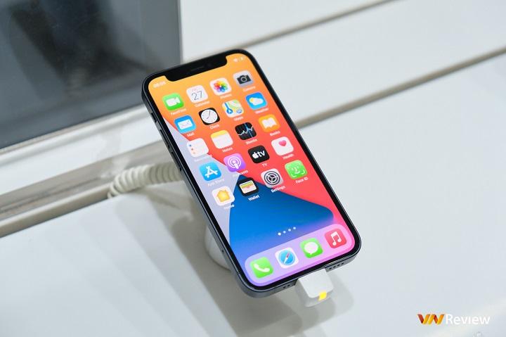 Hôm nay, iPhone 12 series chính hãng mở bán tại Việt Nam, bản Pro Max màu xanh dương bán chạy nhất
