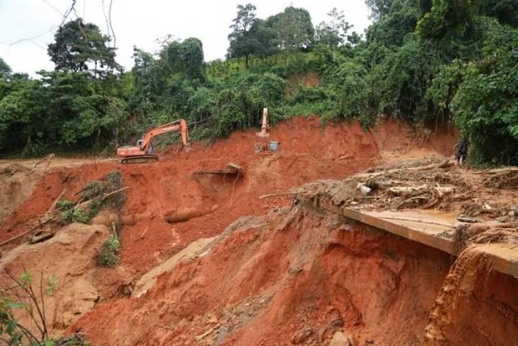 Mỹ chia sẻ những dấu hiệu cảnh báo sạt lở đất, đá