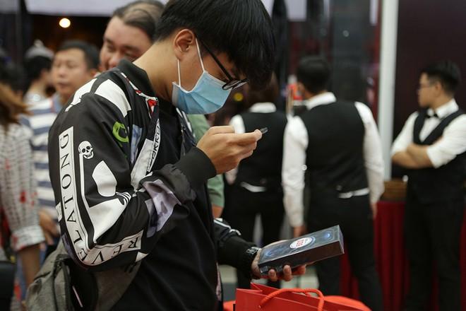 Apple giải bài toán iPhone 12 xách tay tại Việt Nam như thế nào?