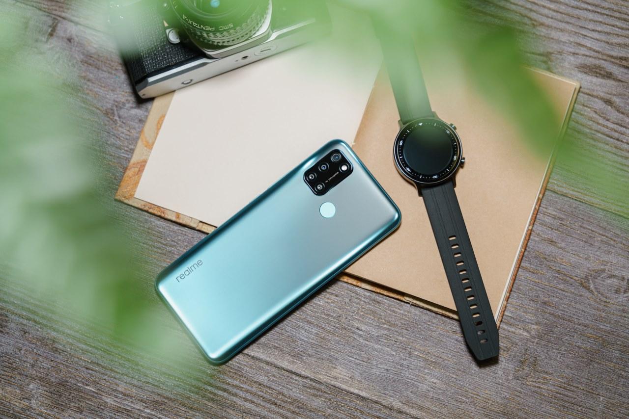 Realme trình làng C17 màn hình 90Hz giá 5,3 triệu và đồng hồ Realme Watch S mặt tròn, đo được SpO2, giá 3 triệu đồng