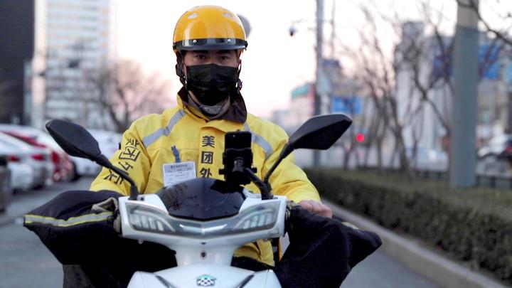 """""""Shipper"""" tại Trung Quốc: Sướng ít, khổ nhiều, ứng dụng và khách hàng luôn đúng"""