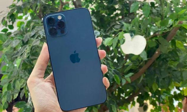 Người Việt cần làm việc, nhịn ăn, tiêu hơn 2 tháng mới đủ tiền mua iPhone 12