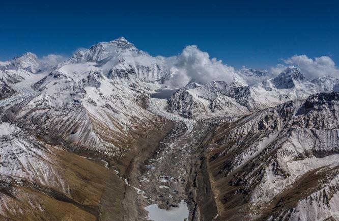 "Đỉnh Everest ""cao thêm"" 60,69 cm"