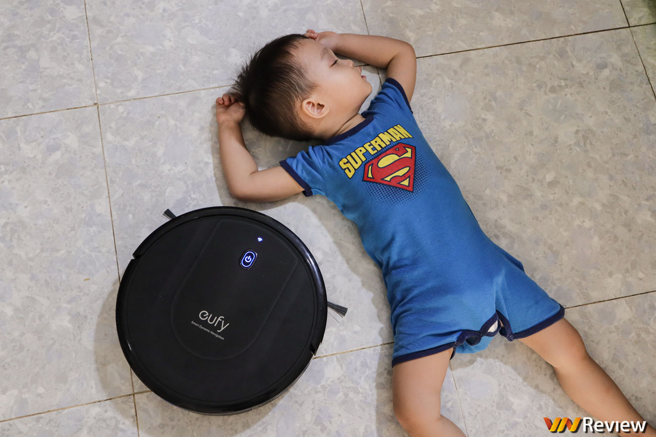 """Đánh giá Anker Eufy RoboVac G10 Hybrid: lau hút sạch, chạy êm, """"nói"""" được cả tiếng Việt"""