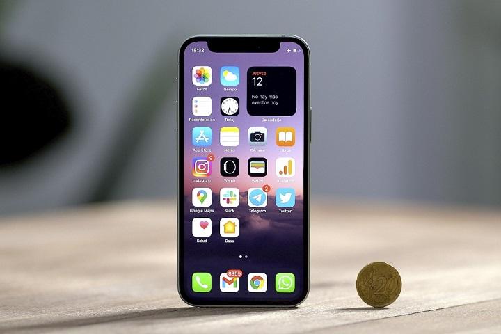 """Chiếc iPhone 12 mini """"nhỏ xíu xinh xắn"""" vẫn đang chật vật tìm chỗ đứng trên thị trường"""