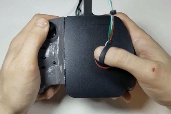 """Gamepad """"độ"""" bàn rê chuột quang có khả năng ngắm bắn với độ chính xác vô đối"""