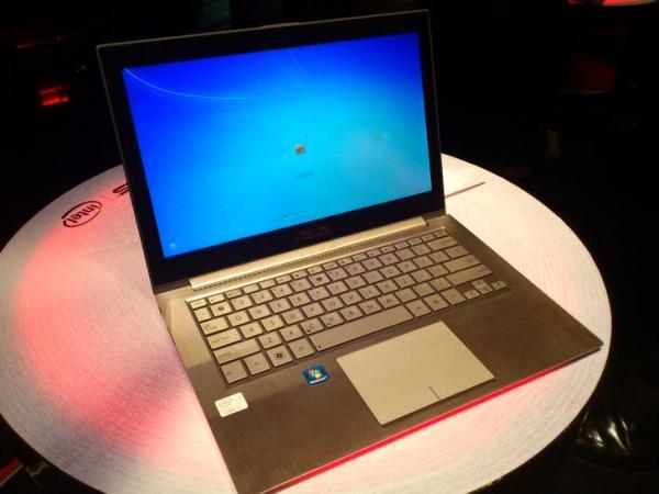 Trên tay laptop Zenbook siêu mỏng của Asus