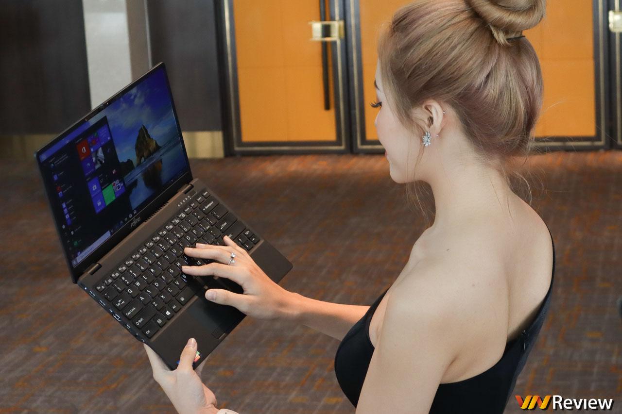 Trên tay Fujitsu UH-X: laptop 30 triệu đồng nhẹ nhất Việt Nam
