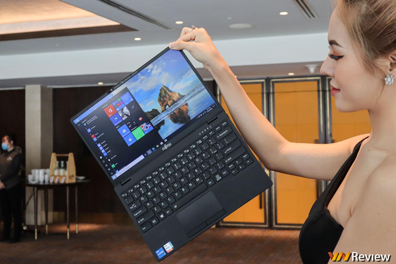 Trên tay Fujitsu UH-X: laptop nhẹ nhất Việt Nam, cân nặng chỉ 749 gram, giá từ 30 triệu đồng
