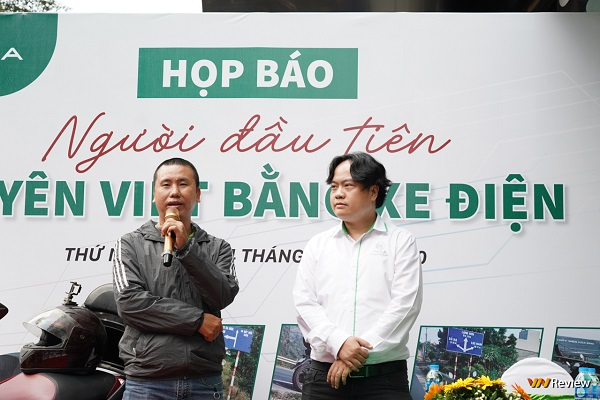 Người đầu tiên đi xuyên Việt bằng xe máy điện