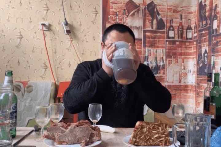Trung Quốc muốn phạt nặng những người quay video thể loại mukbang
