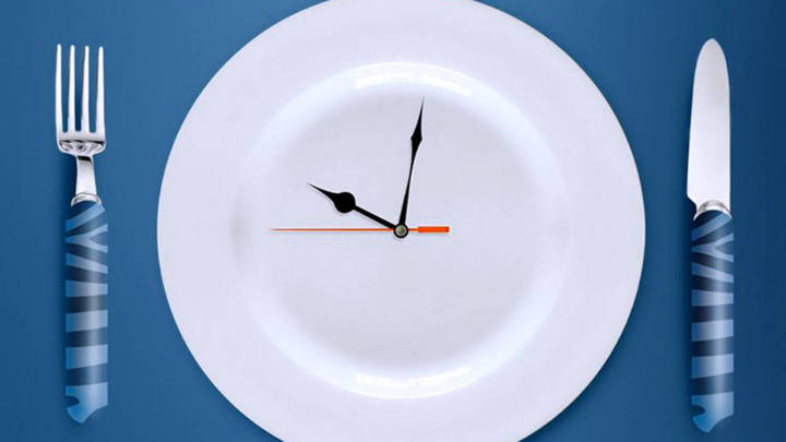 Ăn uống đúng giờ, khung thời gian cố định có ảnh hưởng đến cân nặng của người thừa cân?