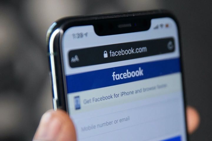 """Tại sao tự dưng Facebook """"lồng lộn"""" lên với Apple về một tính năng mới trên iOS 14?"""