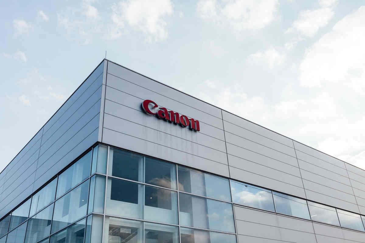 Canon đặt cược tương lai vào camera an ninh và thiết bị y tế