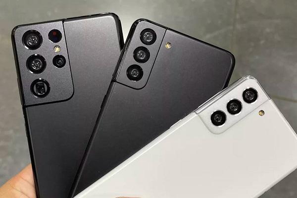 Lộ ảnh trên tay bộ ba Galaxy S21 trước giờ ra mắt
